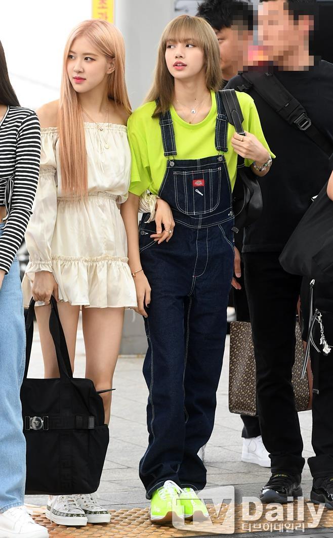 4 cô gái Black Pink khoe vẻ đẹp rạng ngời tại sân bay