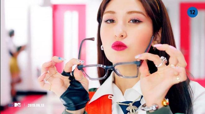 Búp bê sống' 10X Jeon Somi xinh đẹp, cá tính trong MV solo