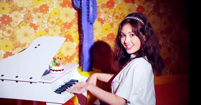 'Bup be song' 10X Jeon Somi xinh dep, ca tinh trong MV solo dau tay hinh anh 4