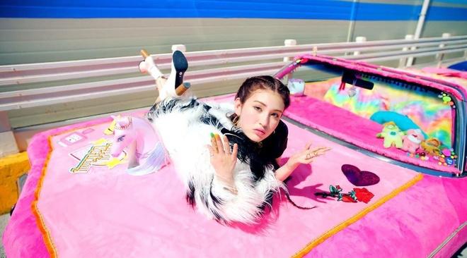 'Bup be song' 10X Jeon Somi xinh dep, ca tinh trong MV solo dau tay hinh anh 6