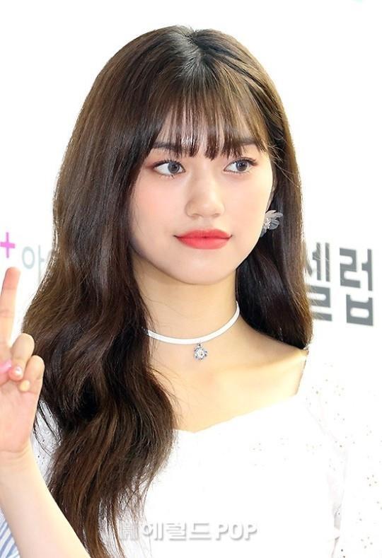 Park Bom va dan sao Kpop tao dang tren tham do su kien hinh anh 10
