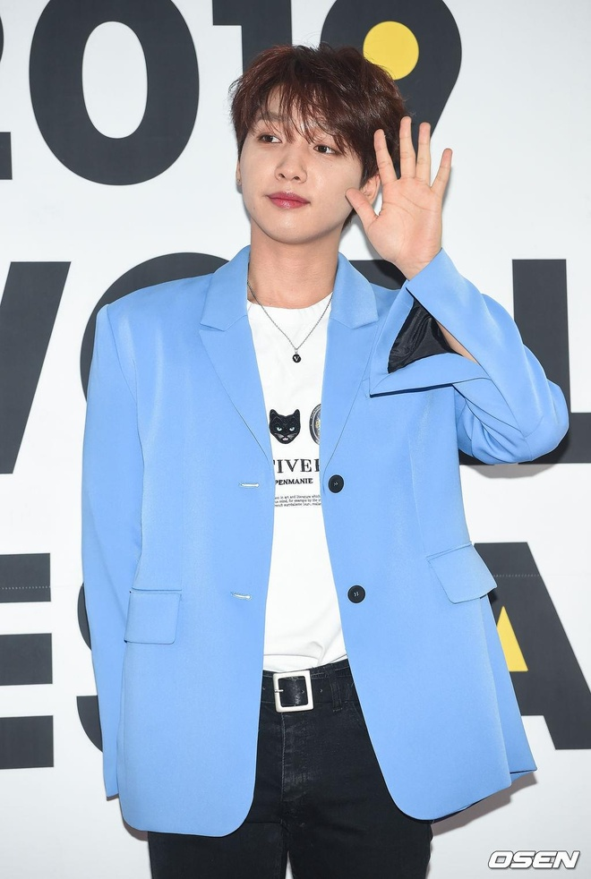 Park Bom va dan sao Kpop tao dang tren tham do su kien hinh anh 13