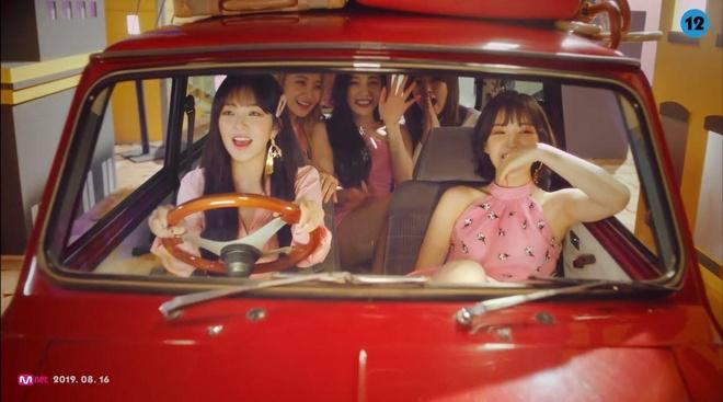 Red Velvet trở lại, 'nữ thần' Irene thăng hạng nhan sắc
