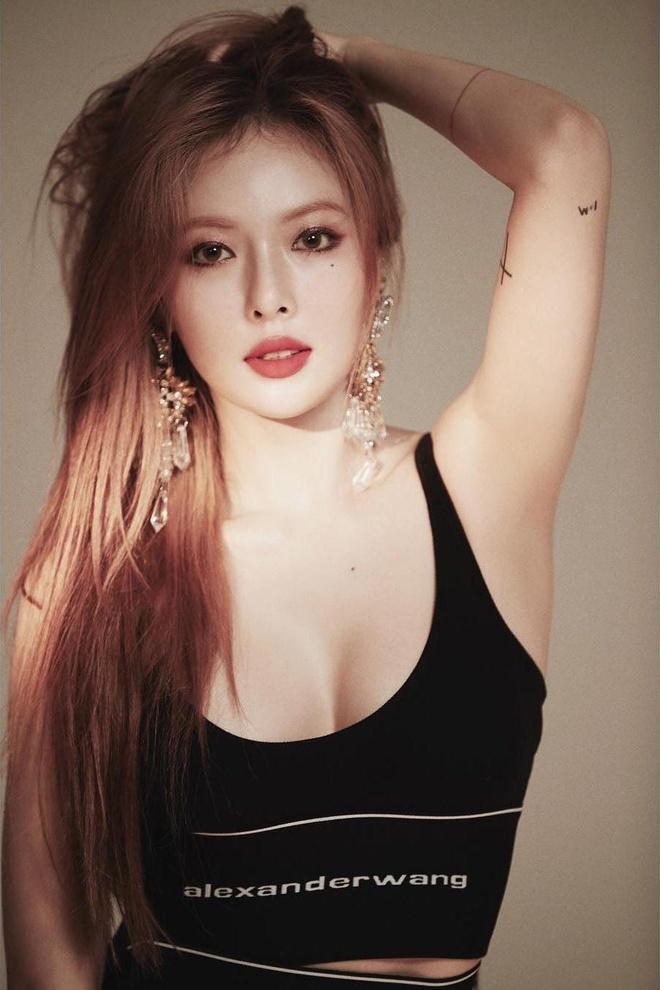 'Nu hoang goi cam' HyunA mac kin ra san bay hinh anh 13