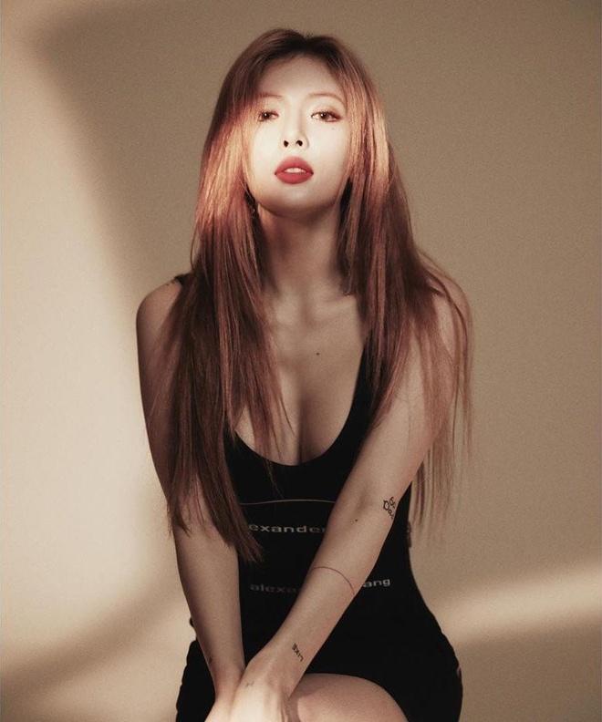 'Nu hoang goi cam' HyunA mac kin ra san bay hinh anh 14