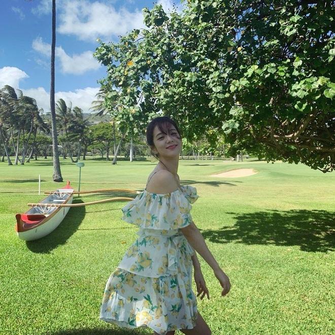 Black Pink khoe nhan sac, voc dang trong loat hinh o Hawaii hinh anh 1