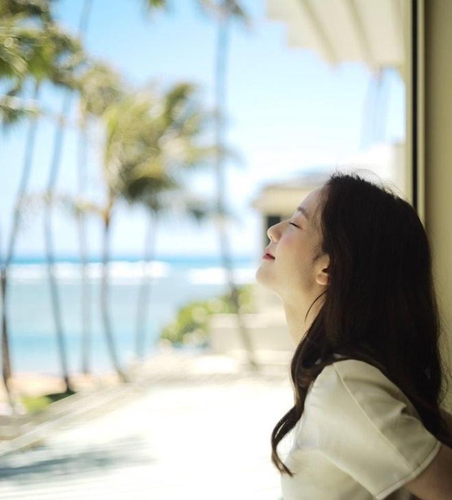 Black Pink khoe nhan sac, voc dang trong loat hinh o Hawaii hinh anh 2