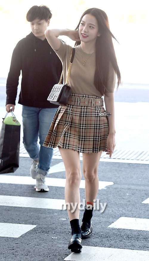 Ji Soo tai san bay anh 8