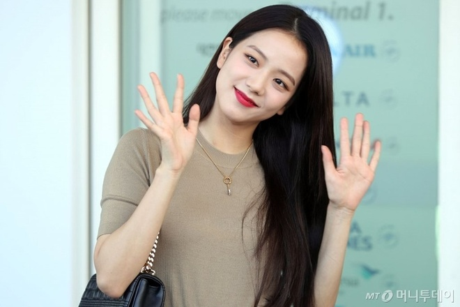 Ji Soo tai san bay anh 3