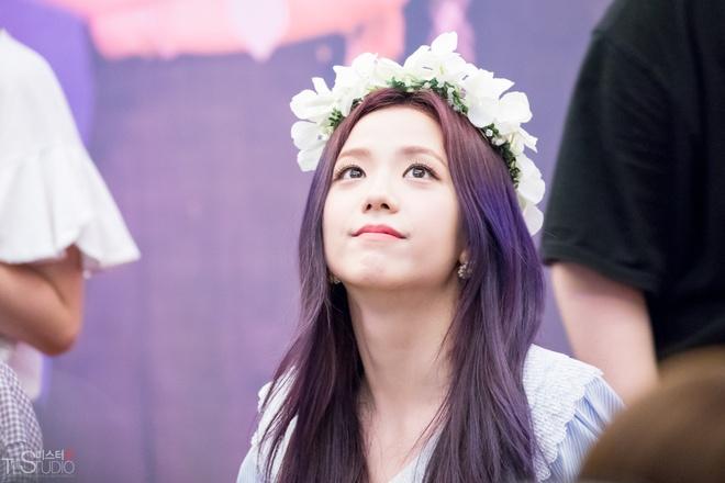 Ji Soo tai san bay anh 11