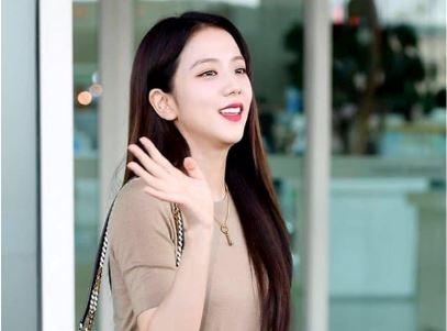 Ji Soo tai san bay anh 7