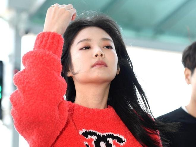 Jennie (Black Pink) dien toan do hieu ra san bay hinh anh 2