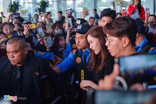 Yoona noi bat, Jang Dong Gun duoc khen phong do khi den Ha Noi hinh anh 3