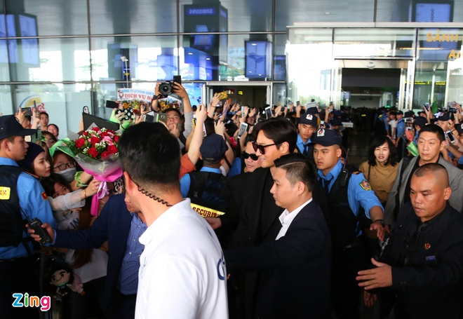 Yoona noi bat, Jang Dong Gun duoc khen phong do khi den Ha Noi hinh anh 6
