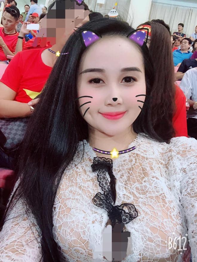 Ban gai Quang Hai, Tien Linh xuat hien xinh dep o khan dai san My Dinh hinh anh 3