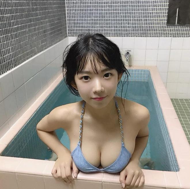 Hot girl Nhat Ban trong nhu hoc sinh cap 2 nhung co body nong bong hinh anh 16