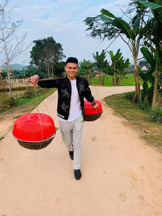 Co gai xinh dep duoc dan mang cho la nguoi yeu cau thu Xuan Manh hinh anh 10