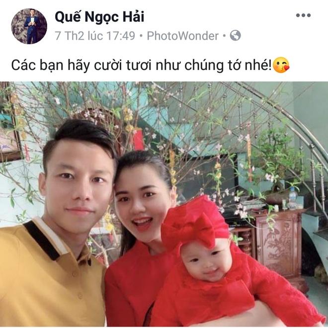 Fan 'boc phot' Que Ngoc Hai mac mai mot chiec ao vang suot tu Tet hinh anh 4