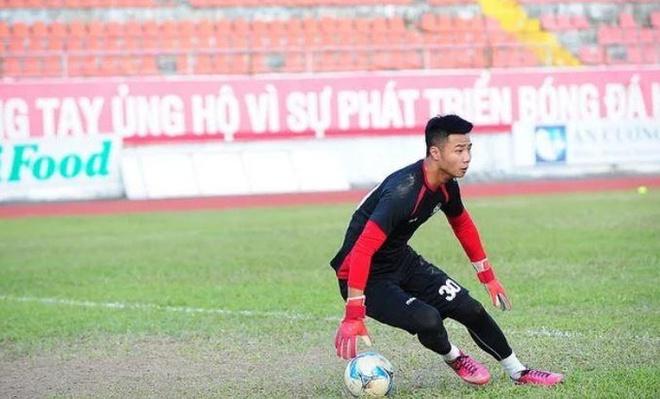 Dan mang che anh Doan Van Hau khong con la em ut o U23 Viet Nam hinh anh 9