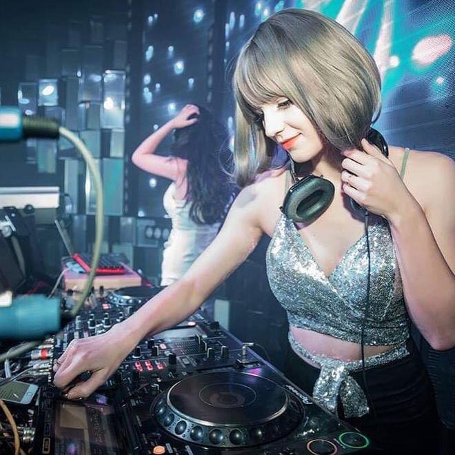 Co gai Ukraine goi cam va xinh nhu bup be, dang la DJ tai Ha Noi hinh anh 5