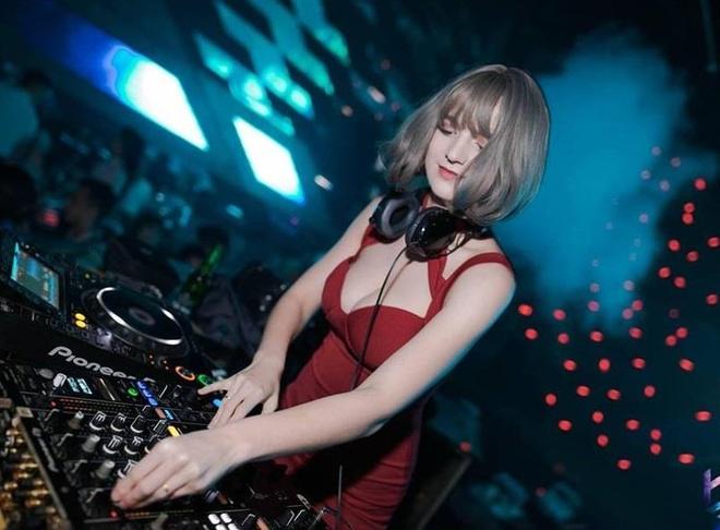 Co gai Ukraine goi cam va xinh nhu bup be, dang la DJ tai Ha Noi hinh anh 3