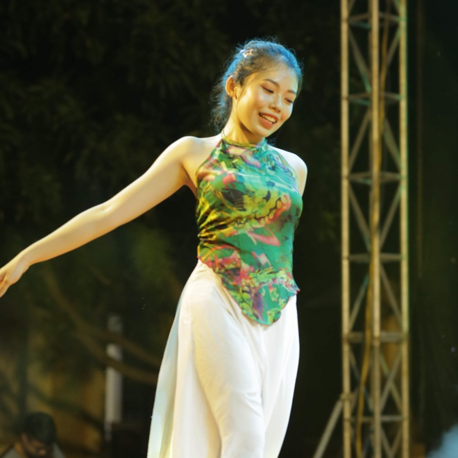 Nu sinh truong Phan Boi Chau khoe sac trong trang phuc truyen thong hinh anh 8