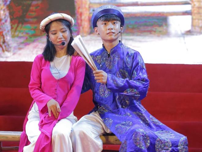Nu sinh truong Phan Boi Chau khoe sac trong trang phuc truyen thong hinh anh 1
