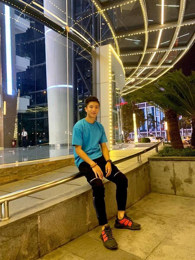 Phan Van Duc goi dien cho dong doi: 'Em thay nho moi nguoi lam roi' hinh anh 2
