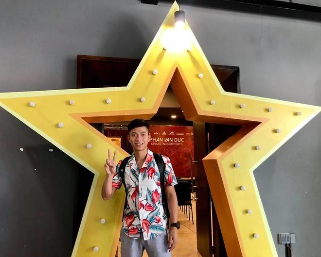 Phan Van Duc goi dien cho dong doi: 'Em thay nho moi nguoi lam roi' hinh anh 3