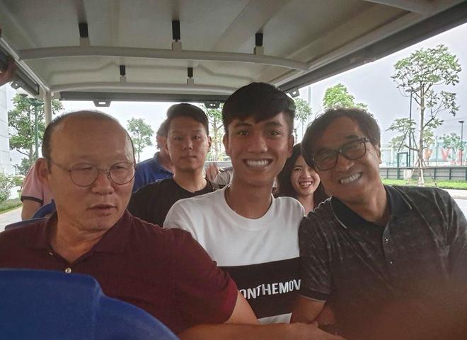 Phan Van Duc goi dien cho dong doi: 'Em thay nho moi nguoi lam roi' hinh anh 4