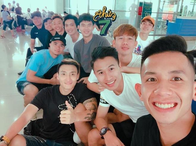 Quang Hai vui ve check-in, Duc Chinh 'cam thay dep trai' o Thai Lan hinh anh 4