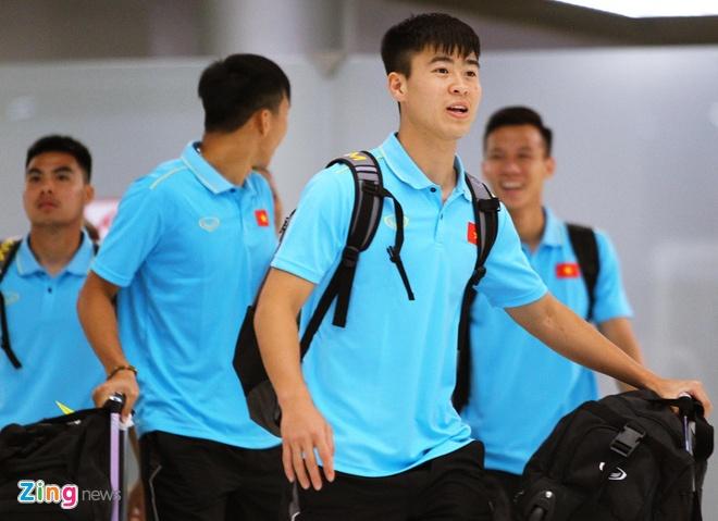 Quang Hai vui ve check-in, Duc Chinh 'cam thay dep trai' o Thai Lan hinh anh 1