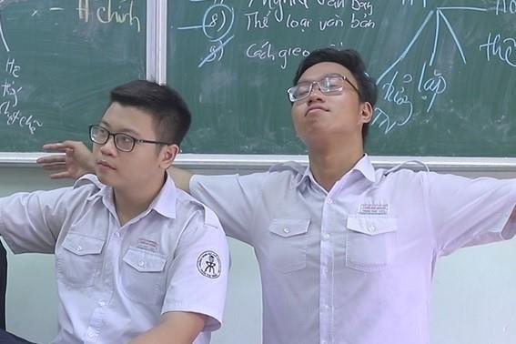 MV hat rap cua hoc sinh chuyen Ly hinh anh