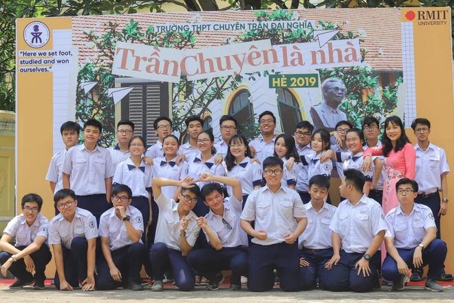 Hoc sinh chuyen Tran Dai Nghia hat rap anh 2