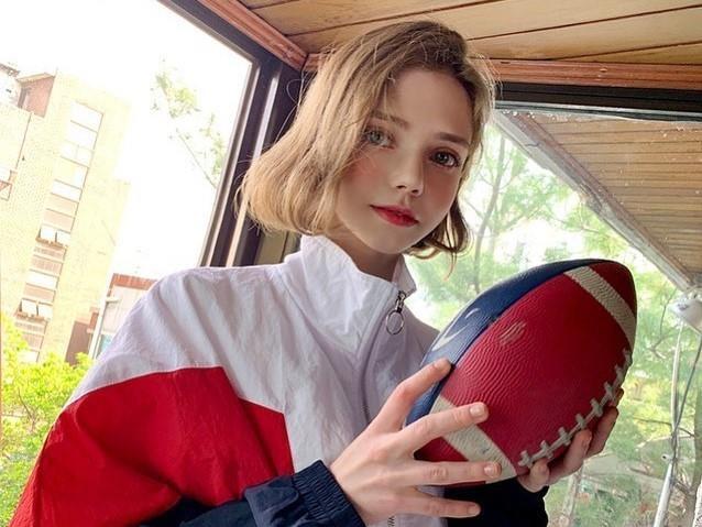 Hot girl Ukraine lam nguoi mau Han Quoc anh 1