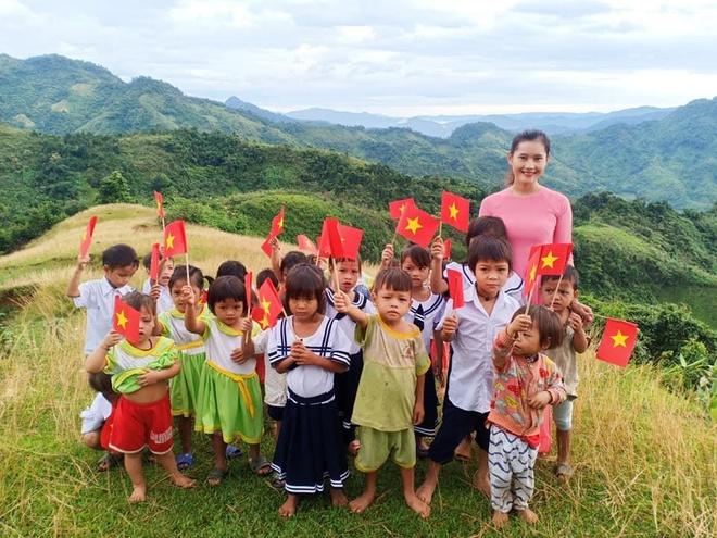 Lễ khai giảng giữa núi đồi ở ngôi trường có 2 cô giáo và 34 học trò