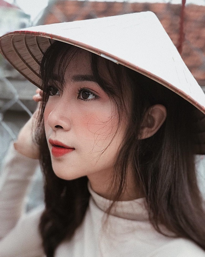 Nhat Linh - tu hot girl giao vien den ban gai tin don Phan Van Duc hinh anh 2