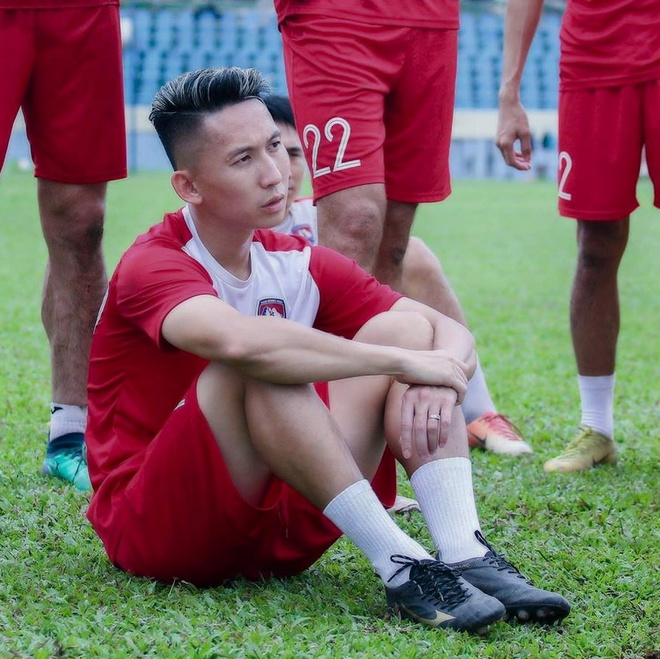 Van Lam, Danh Trung va cac cau thu don tim fan nu bang tai dan hat hinh anh 9