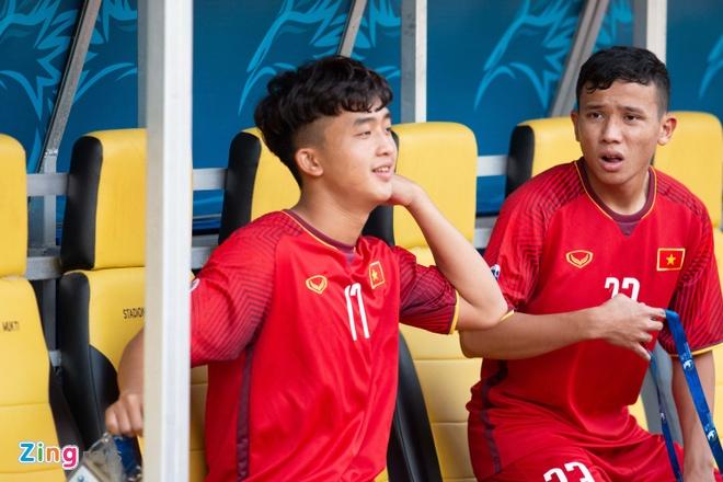 Van Lam, Danh Trung va cac cau thu don tim fan nu bang tai dan hat hinh anh 7