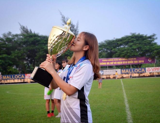 Nhan sac cau thu sinh nam 2002 cua tuyen U19 nu Viet Nam hinh anh 7