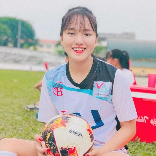 Nhan sac cau thu sinh nam 2002 cua tuyen U19 nu Viet Nam hinh anh 4
