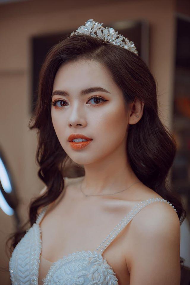Bui Thanh Hang va nhung co giao hot girl hinh anh 4