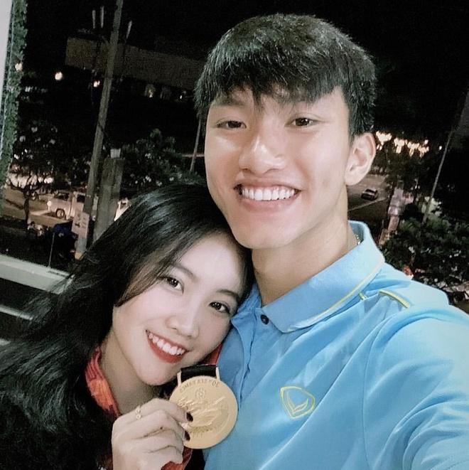 Hanh trinh yeu cua Doan Van Hau va ban gai hot girl hinh anh 1