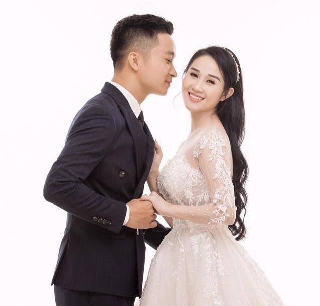 Ban gai cu Tien Linh dang anh mac ao cuoi ben nguoi moi hinh anh 1 TKN.jpg