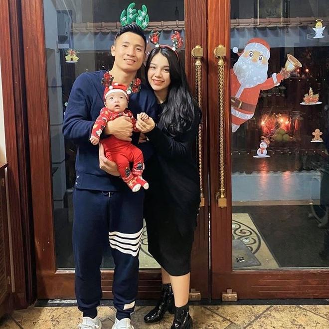 Gia đình Bùi Tiến Dũng đón Tết trong bệnh viện vì con gái ốm - 1
