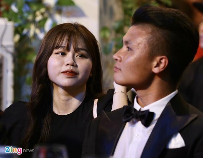Quang Hai va ban gai anh 2