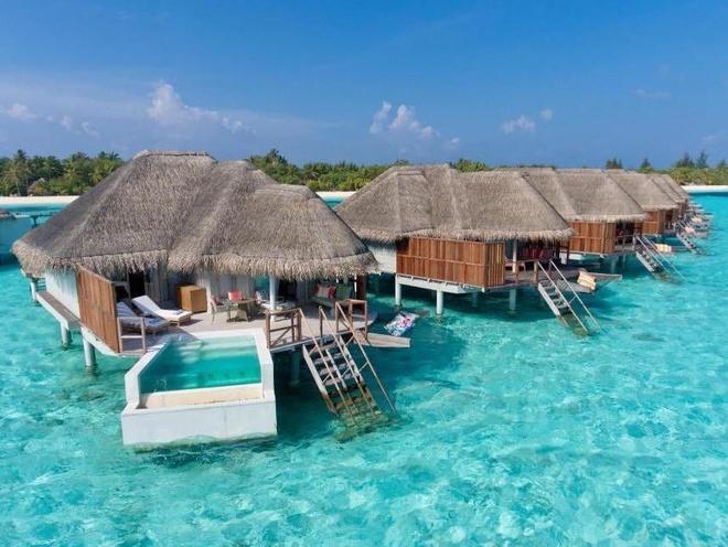 Ben trong biet thu noi giua bien sang chanh bac nhat Maldives hinh anh