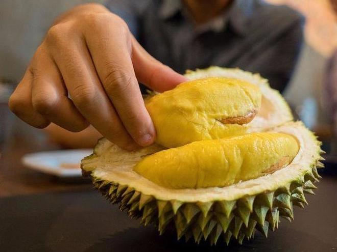 Nguoi nuoc ngoai phan ung the nao khi lan dau an thu sau rieng? hinh anh