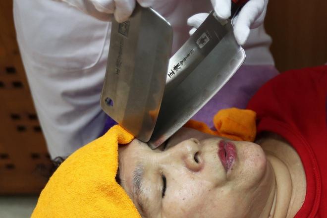 Massage bang dao phay hut khach o Trung Quoc hinh anh