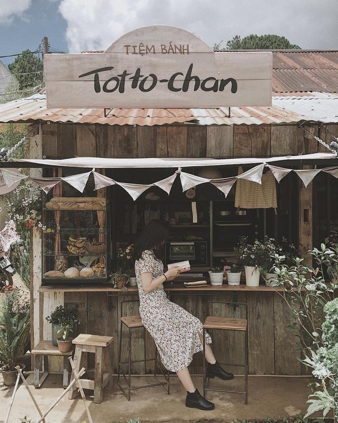 Tiem banh Totto-chan Da Lat bat ngo dong cua khien dan mang tiec nuoi hinh anh 3